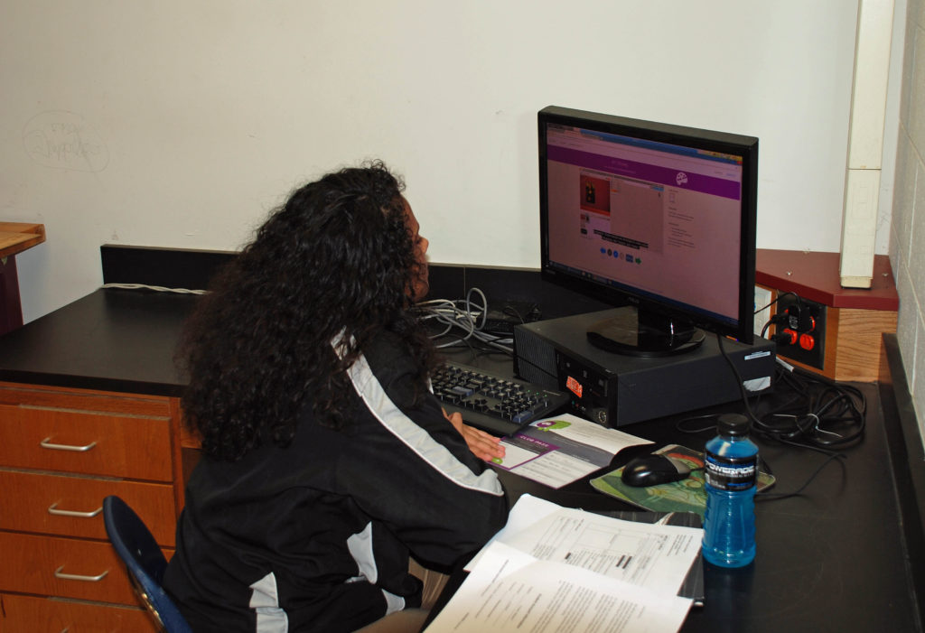 Evolution Arts providing computer technology classes to Stone Mountain Middle School.